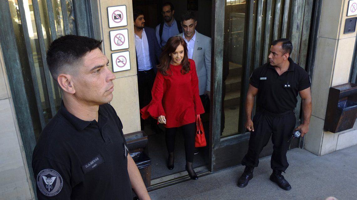 Operativo en el edificio de Cristina Kirchner por pedido del juez Bonadio
