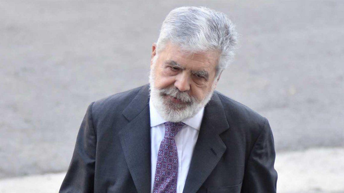 La frase de Julio De Vido para Carrió al llegar a Tribunales para entregarse