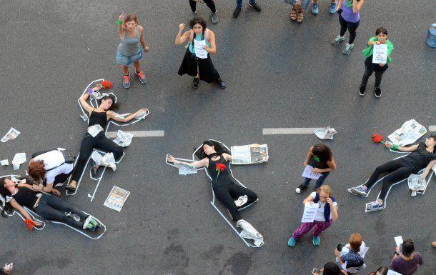 Una performance durante el ruidazo de este jueves en Buenos Aires