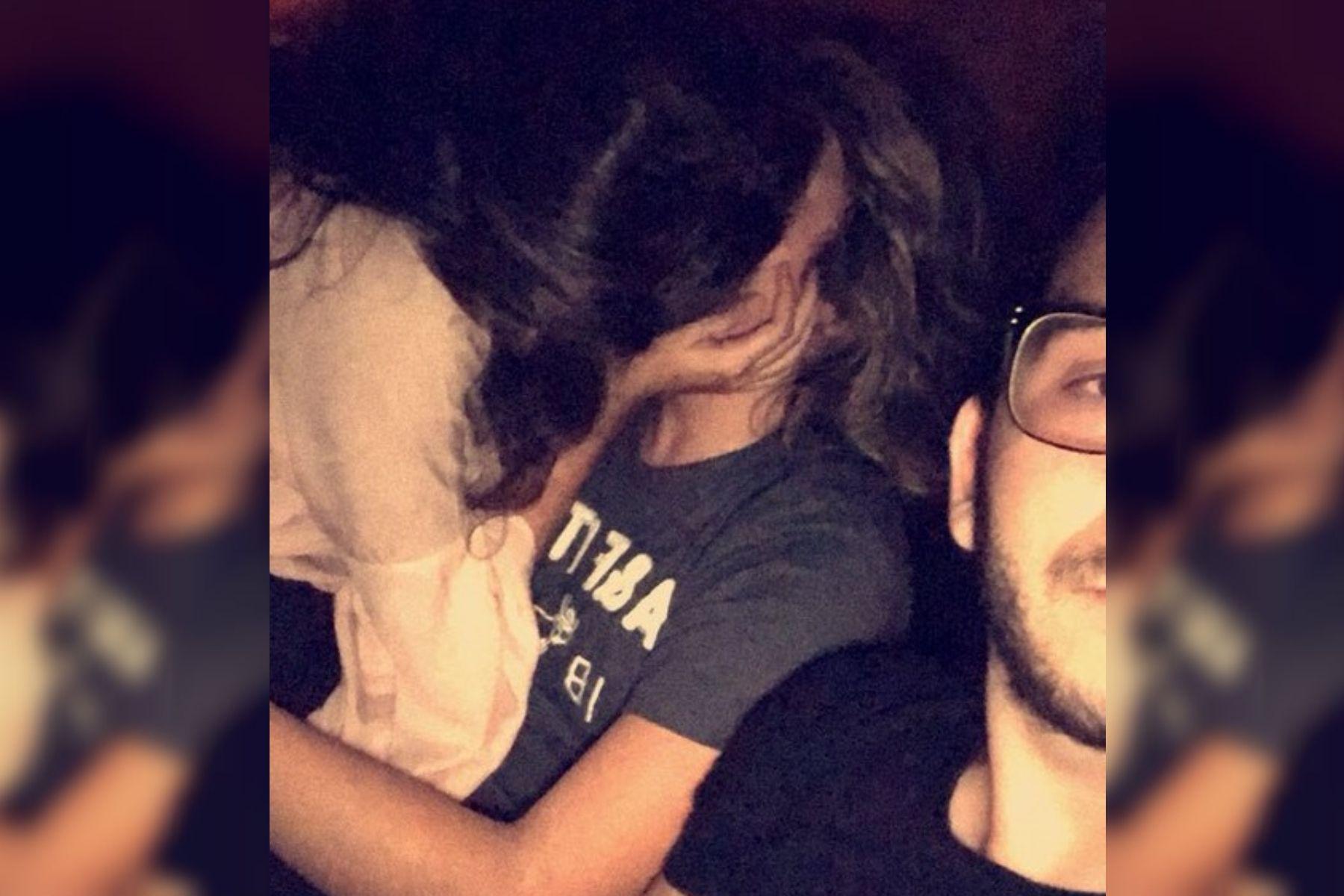 Nada de reproches: encontró a su novia besándose con otro, y su reacción fue insólita