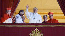 El momento más emocionante: Jorge Bergoglio ya convertido en el Papa Francisco.