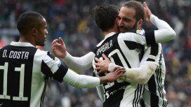 Festejo de Dybala e Higuaín en Juventus - Crédito:@ChampionsLeague