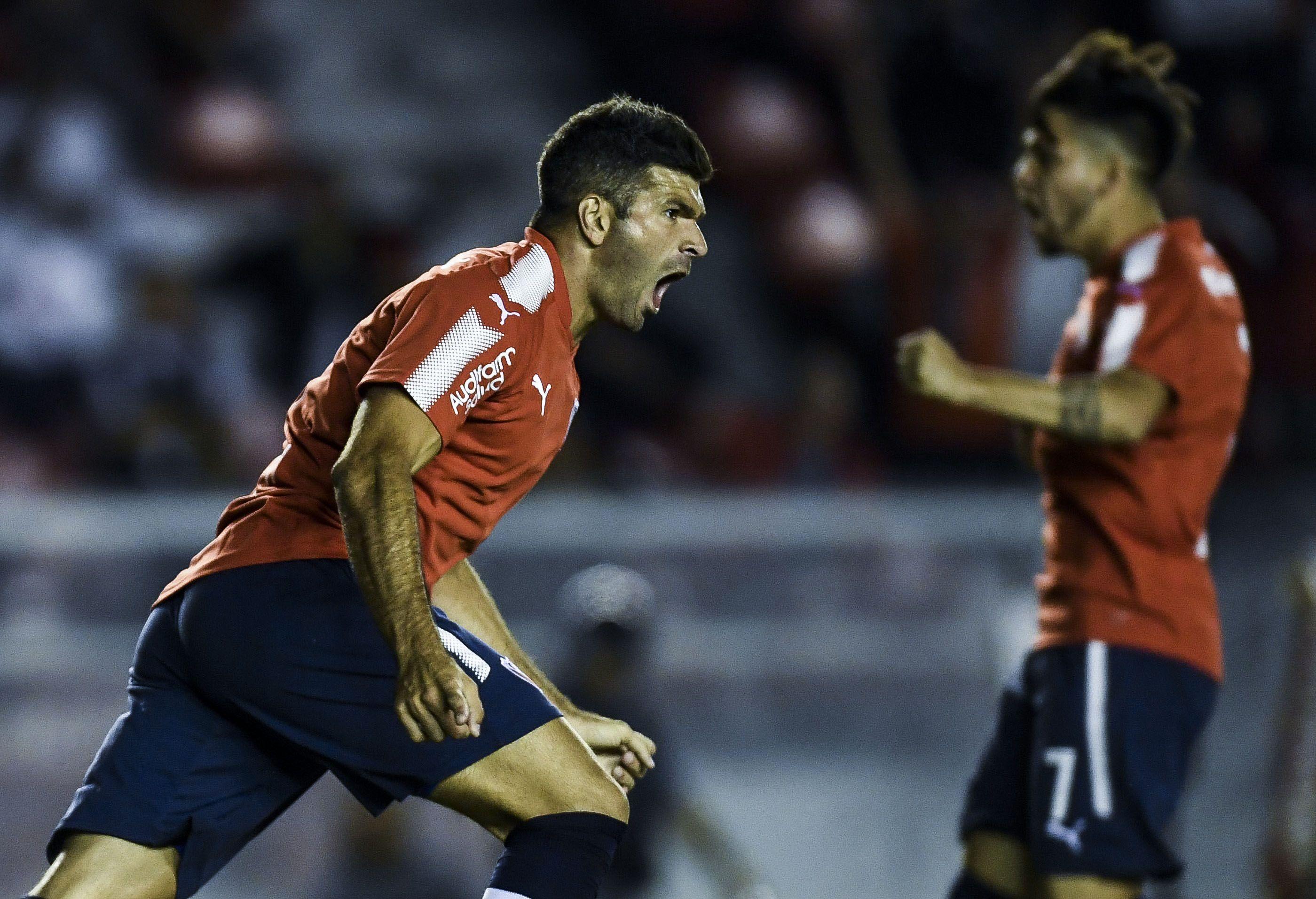 Emmanuel Gigliotti celebra el gol con el que abrió el marcador
