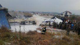 Tragedia en Nepal: un avión se estrelló cuando aterrizaba y habría víctimas fatales