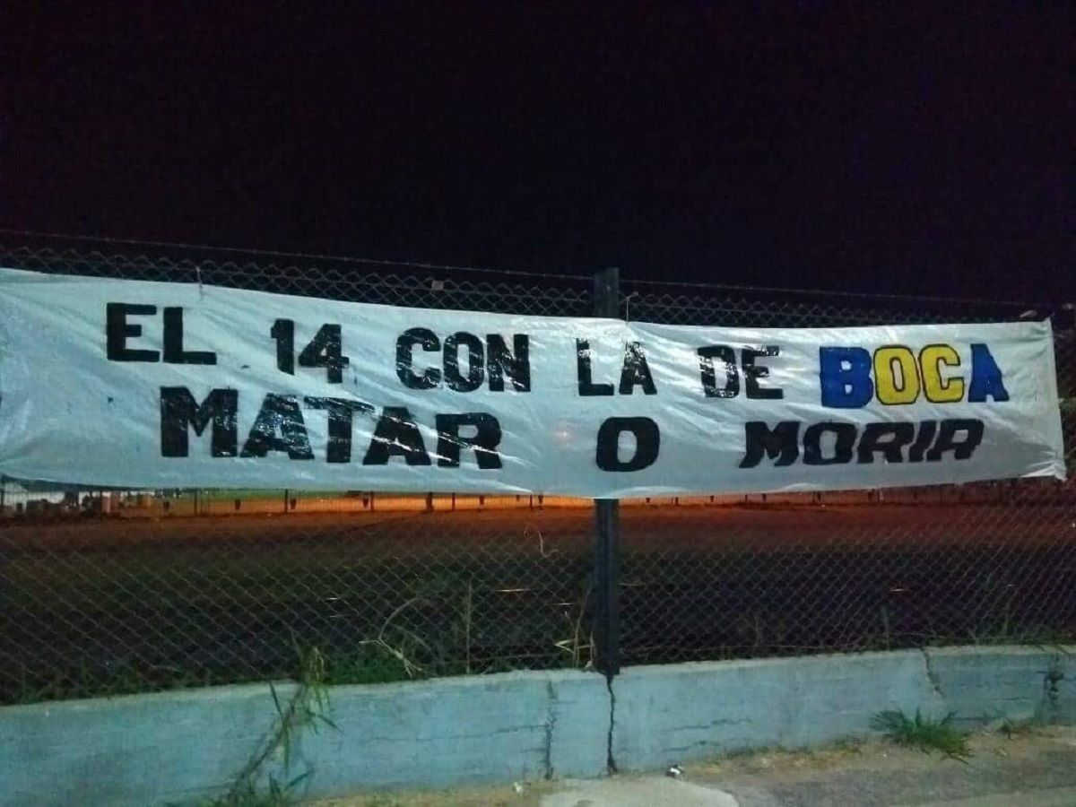 ¿Aliento, presión o amenaza? Aparecieron unas misteriosas banderas en La Boca