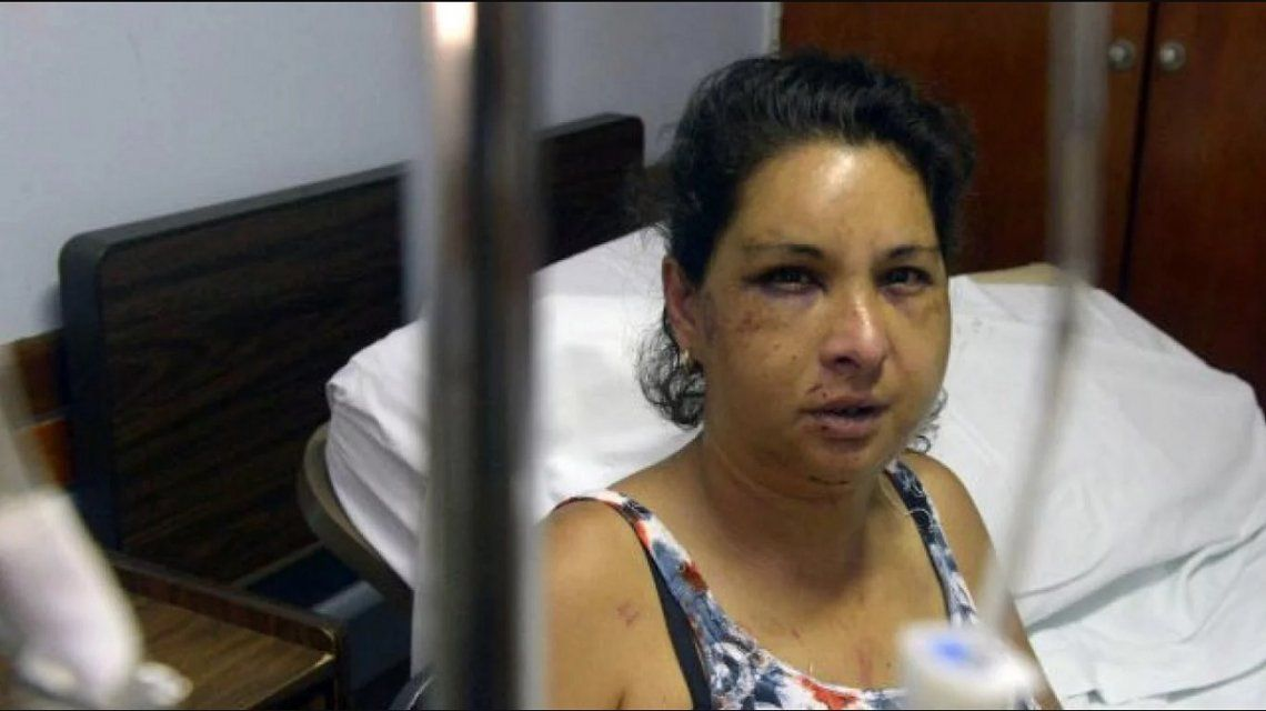 En el Día de la Mujer, le ató una soga al cuello, la arrastró desnuda por la calle y casi la mata
