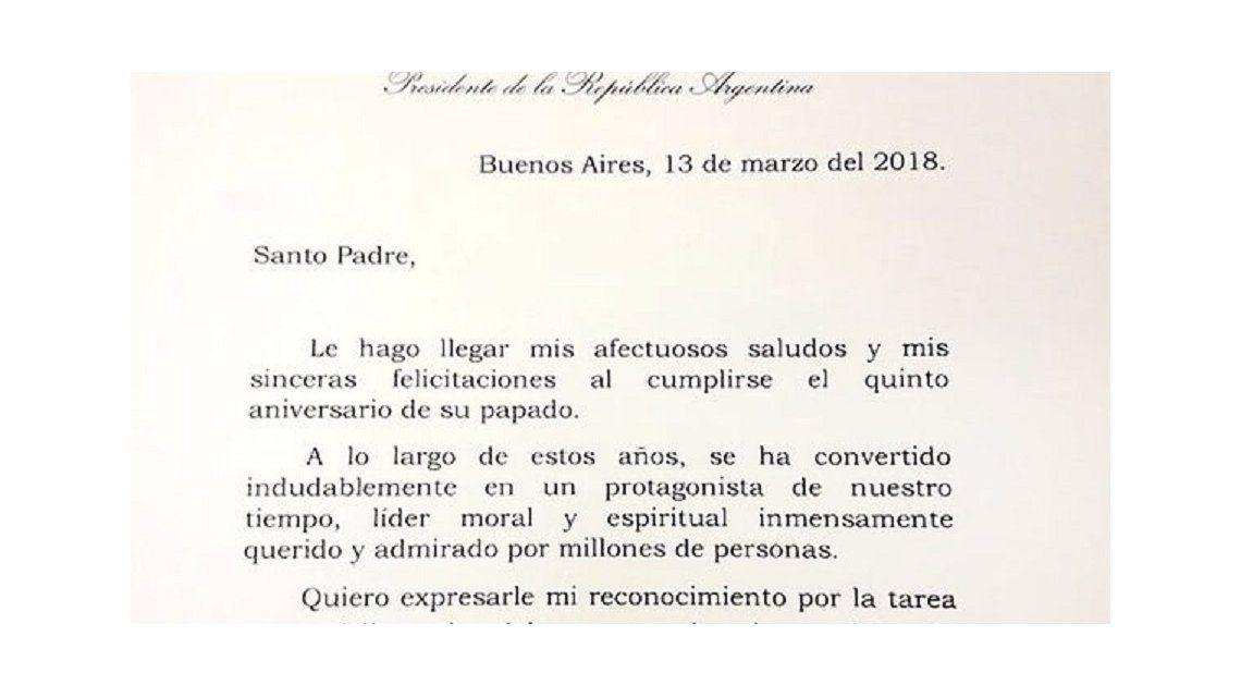 En medio de la tensión, Macri le envió una carta al papa Francisco por su quinto aniversario