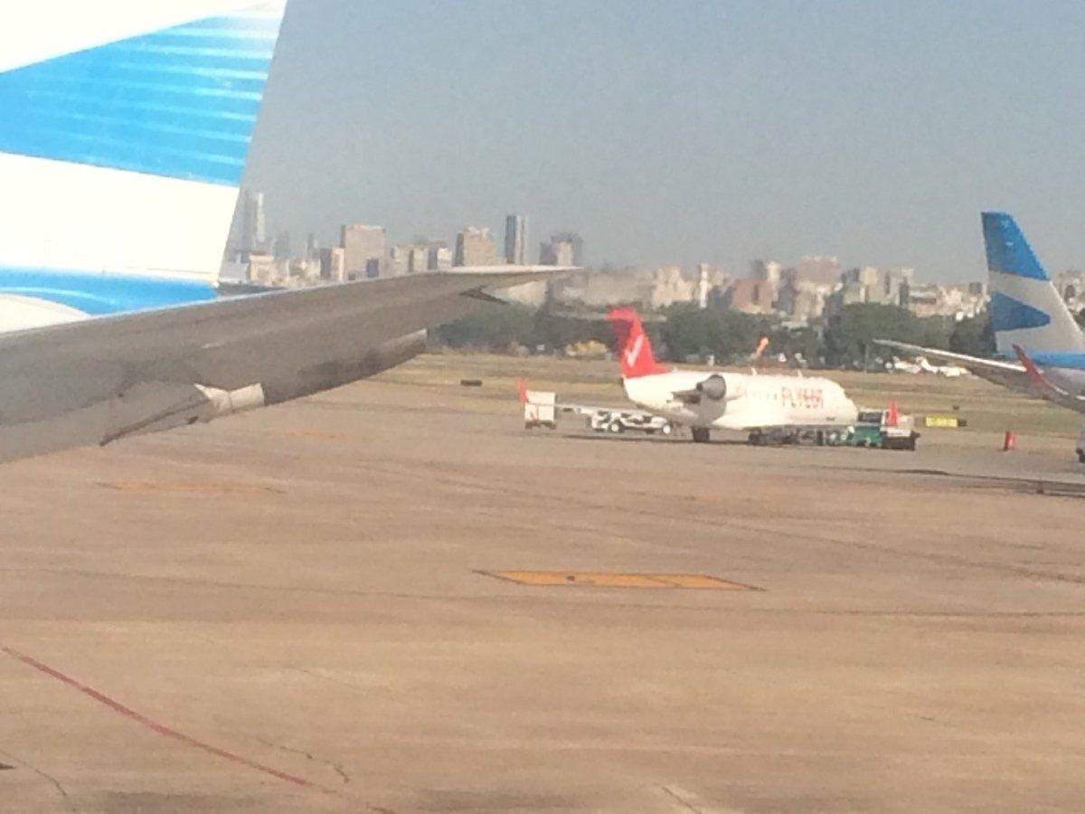 Avión que lleva a Boca a Mendoza por el Superclásico.