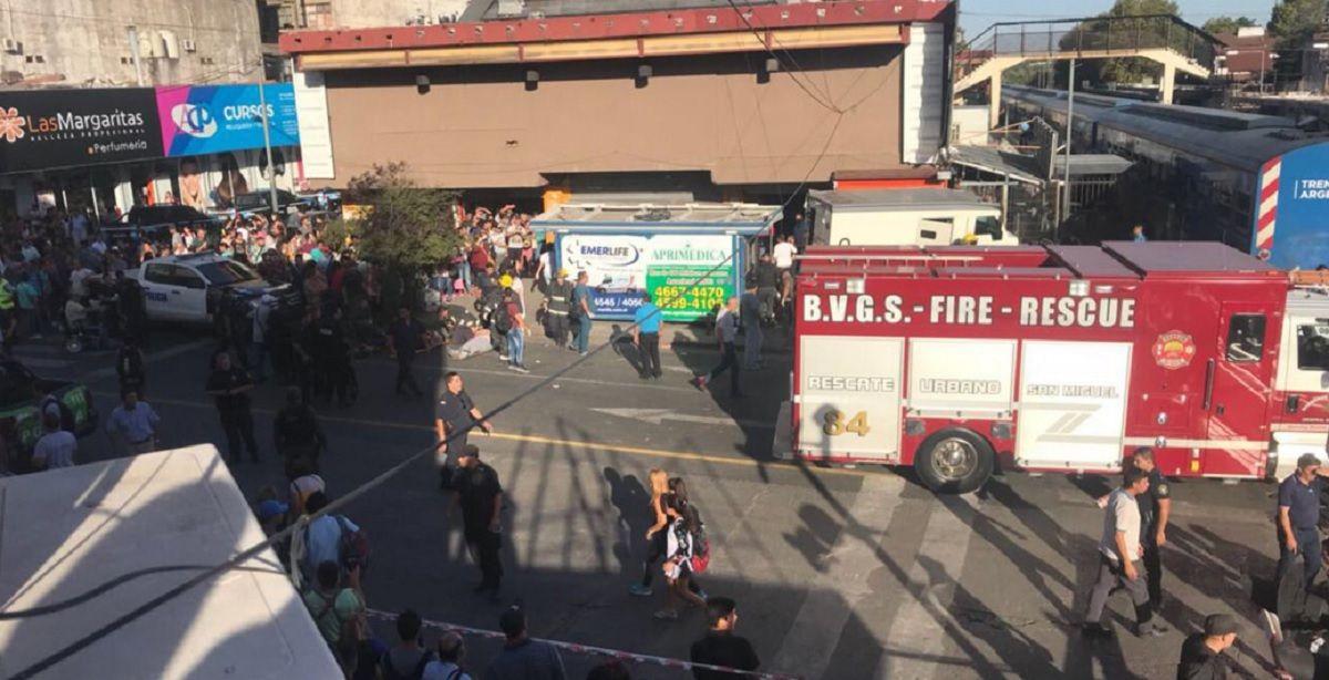 VIDEO: Un tren arrolló a un camión de caudales y dejó ocho heridos en San Martín