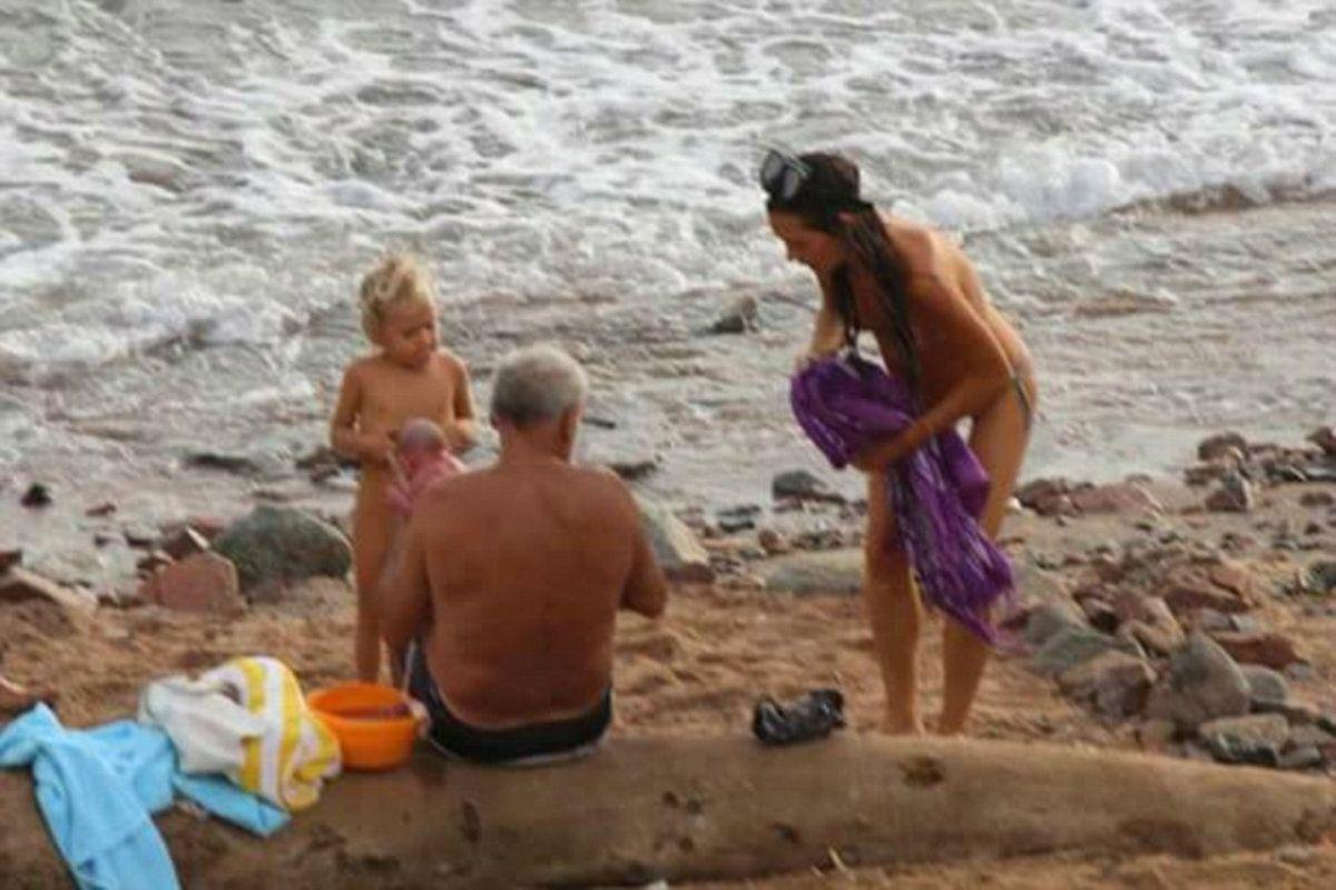 El nacimiento se dio en la playa frente a otros turistas