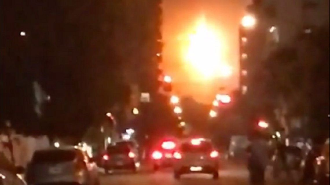 Se prendió fuego la destilería de YPF en La Plata: no hay heridos