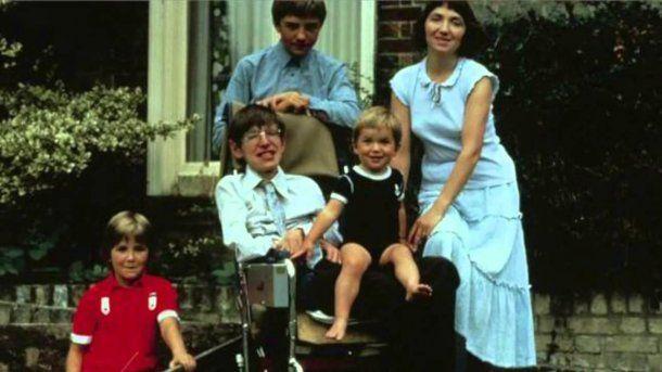 Stephen Hawking con su familia<br>
