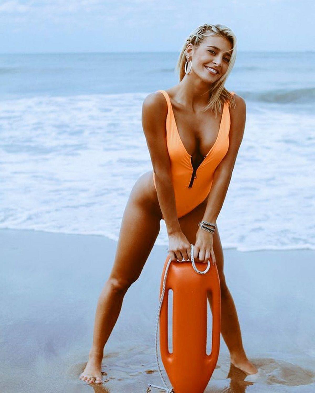 Sacá del medio Pamela Anderson: las fotos de Sol Pérez a lo Baywatch en el rodaje de la película Bañeros 5