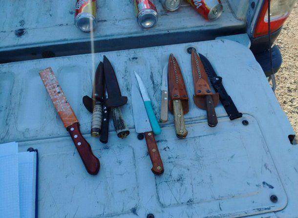 Las armas blancas en el operativo encontradas en el operativo.