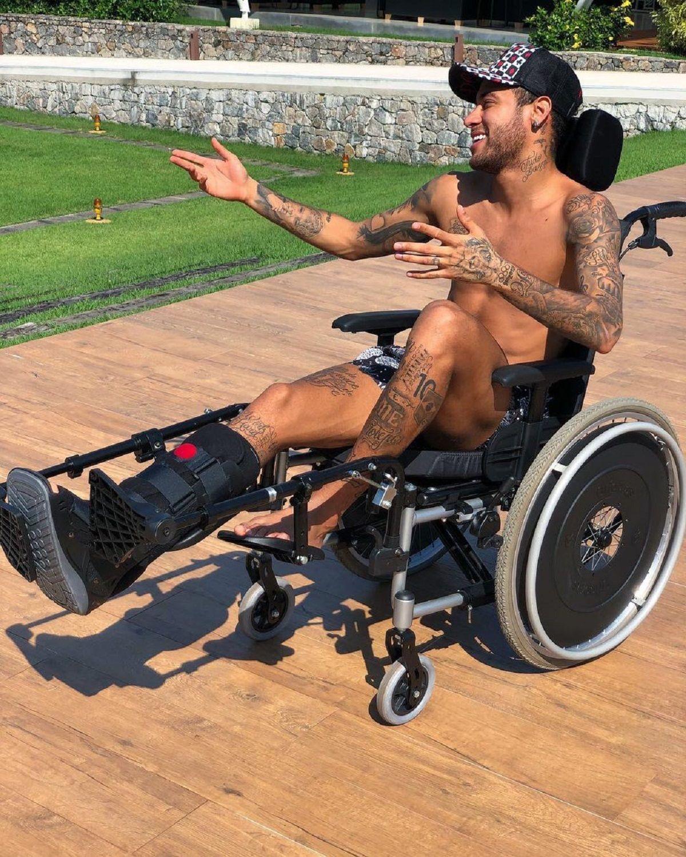 ¿Homenaje o chiste de mal gusto? La curiosa foto de Neymar sobre Stephen Hawking