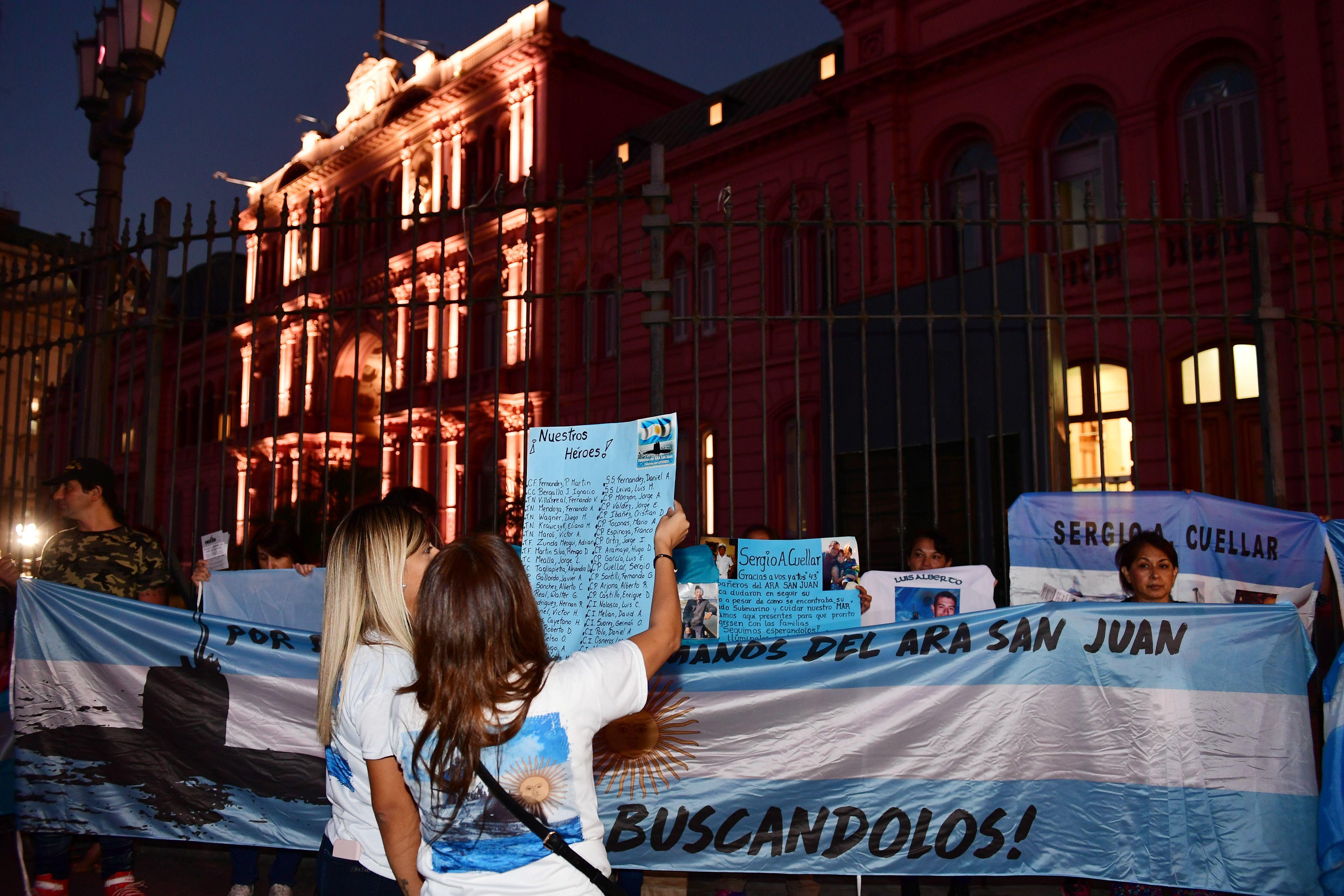 Familiares de tripulantes del ARA San Juan se manifestaron en Plaza de Mayo y Mar del Plata