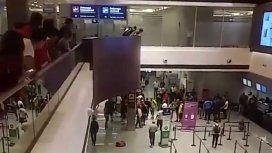 Hinchas de Boca y River se enfrentaron en el hall del aeropuerto de Plumerillo en Mendoza