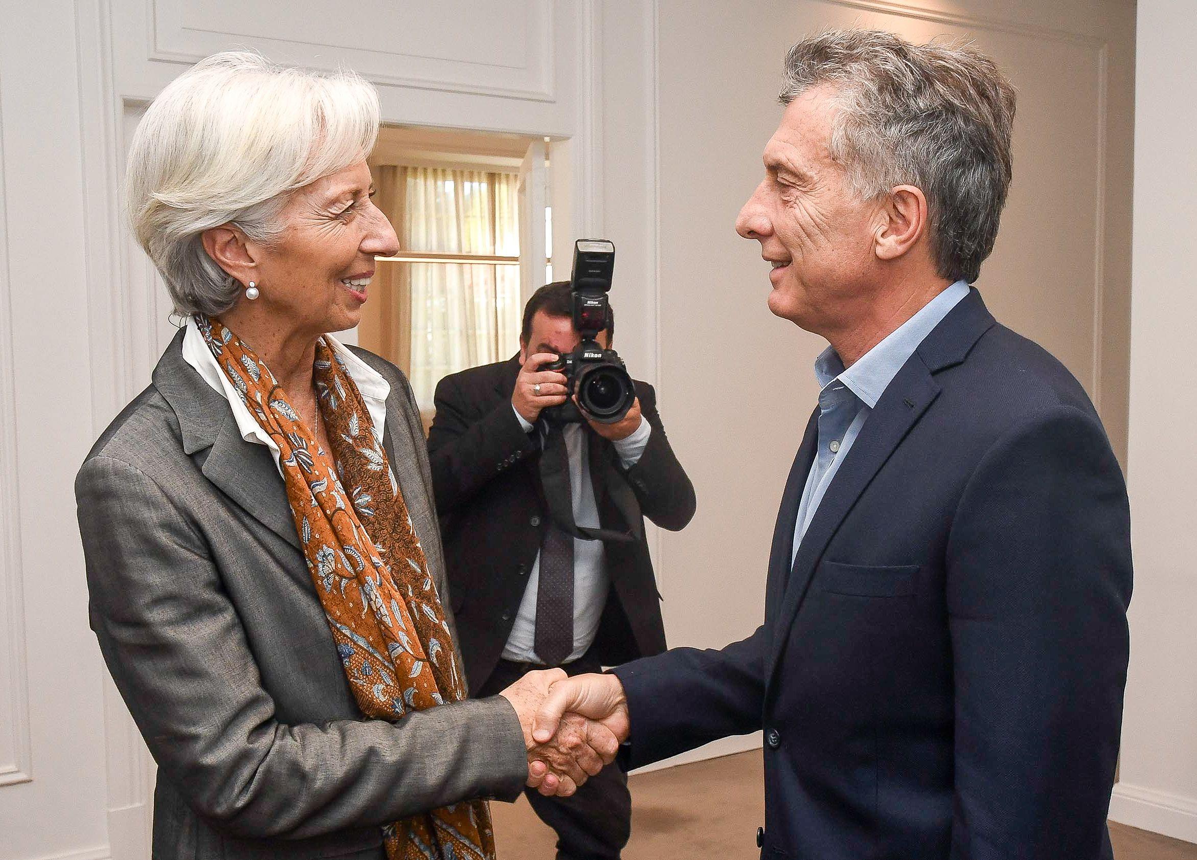 El FMI aprobó el acuerdo con Argentina y enviará los primeros 15 mil millones de dólares