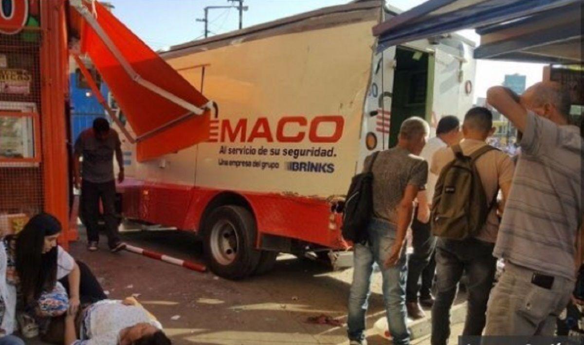 San Miguel: una mujer entregó a la policía $300 mil pesos robados por su marido