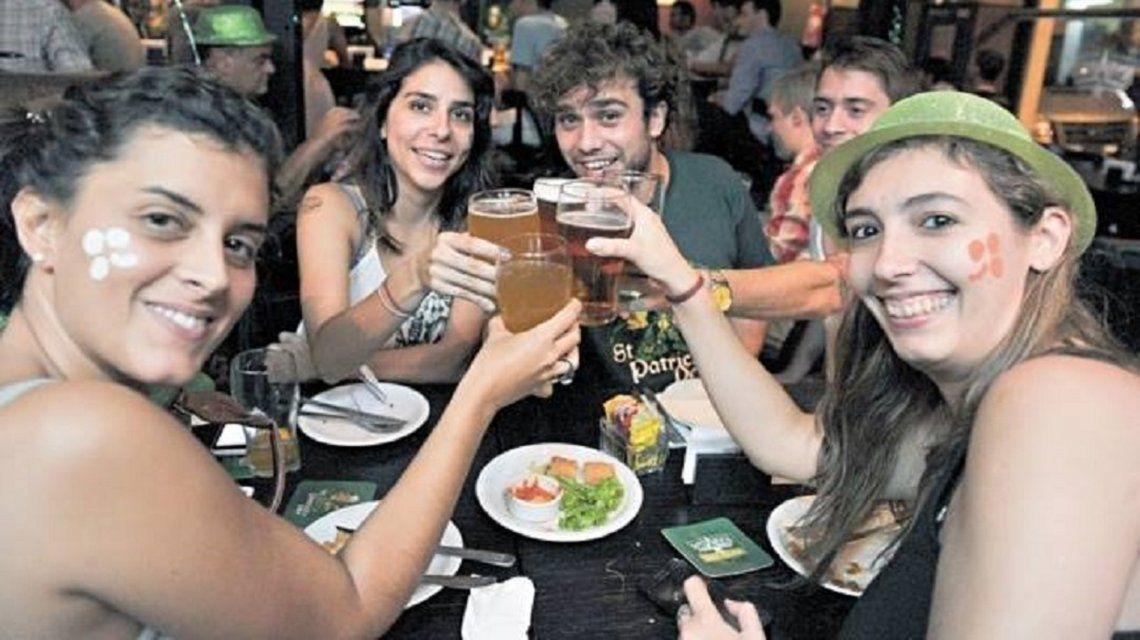 A horas de los festejos por San Patricio, clausuran cinco cervecerías en Palermo