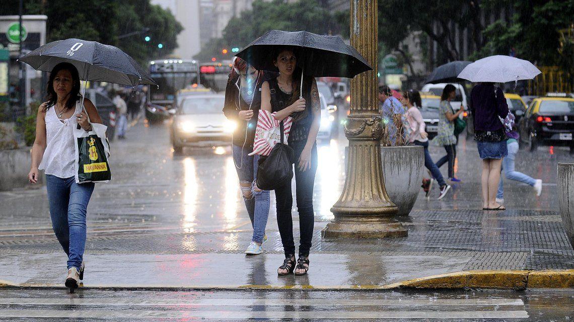 Rige un alerta por lluvias y tormentas intensas en la Ciudad y Provincia