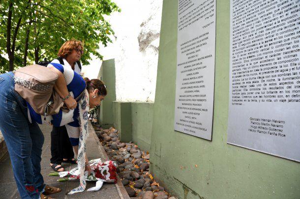 Se hizo un homenaje en memoria de las 22 personas que murieron en el atentado del 17 de marzo de 1992