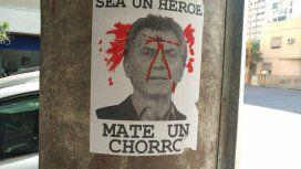 Sea un héroe, mate un chorro: los carteles que incitan a asesinar al Presidente