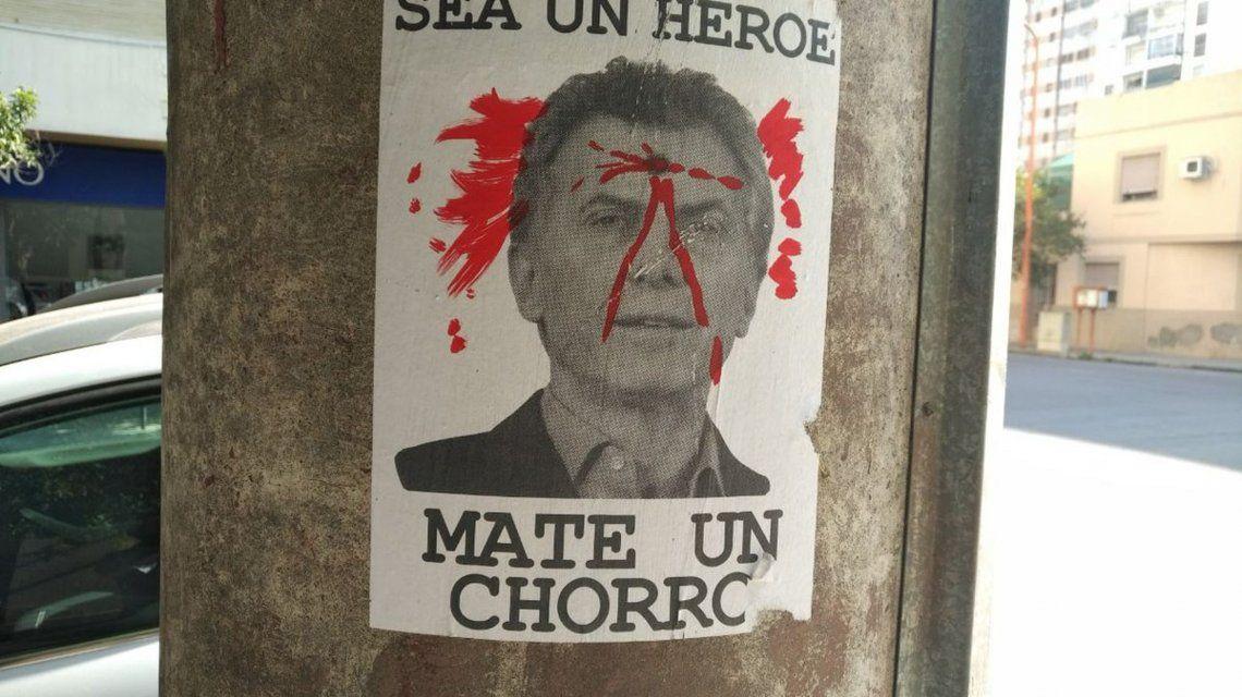 Sea un héroe, mate un chorro: los carteles que incitan a asesinar a Mauricio Macri