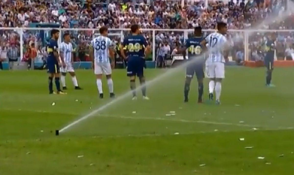 Atlético Tucumán vs Boca se interrumpió por los regadores