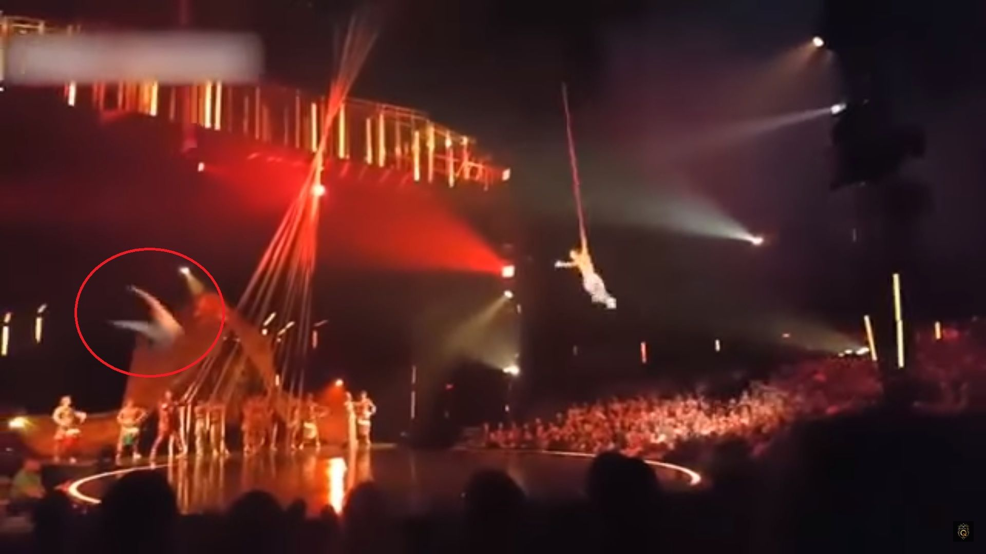 VIDEO: El momento en el que un acróbata del Cirque Du Soleil cae y muere