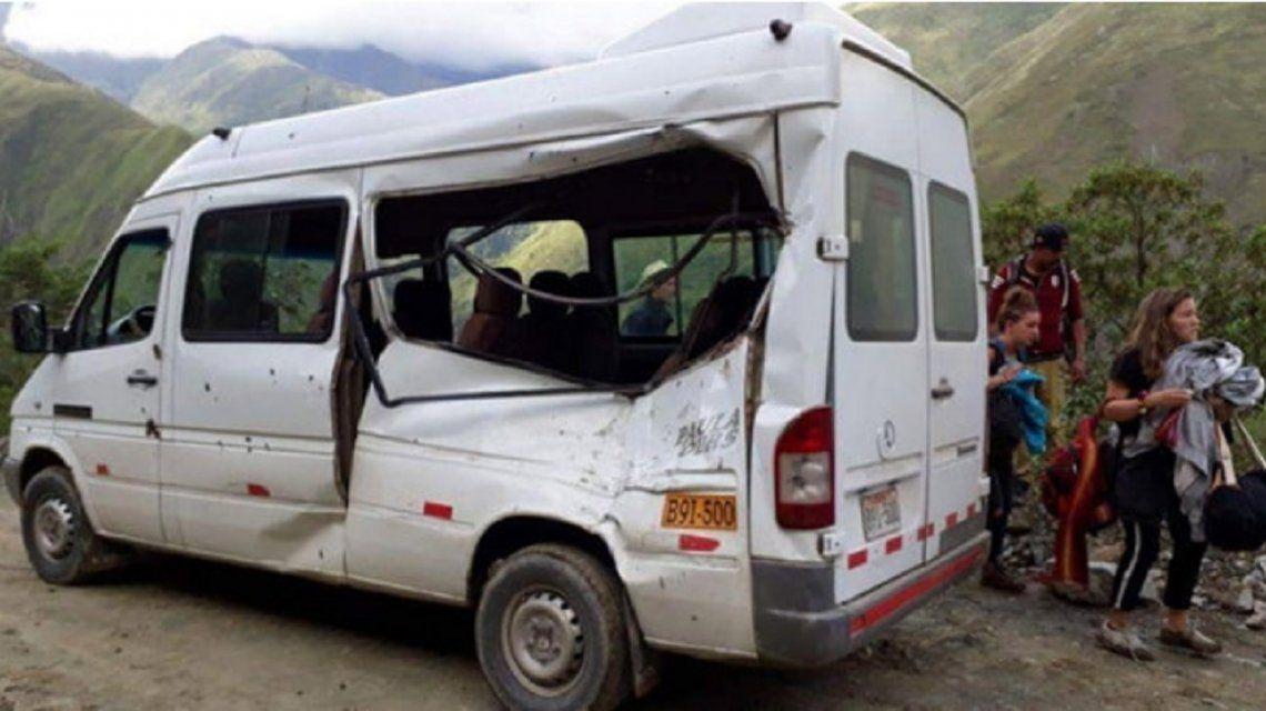 Perú: murió una turista argentina al caer una roca sobre la camioneta en la que viajaba