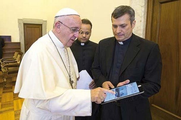 Papa Francisco y monseñor Lucio Ruiz.