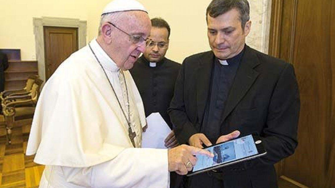 Papa Francisco y monseñorLucio Ruiz.