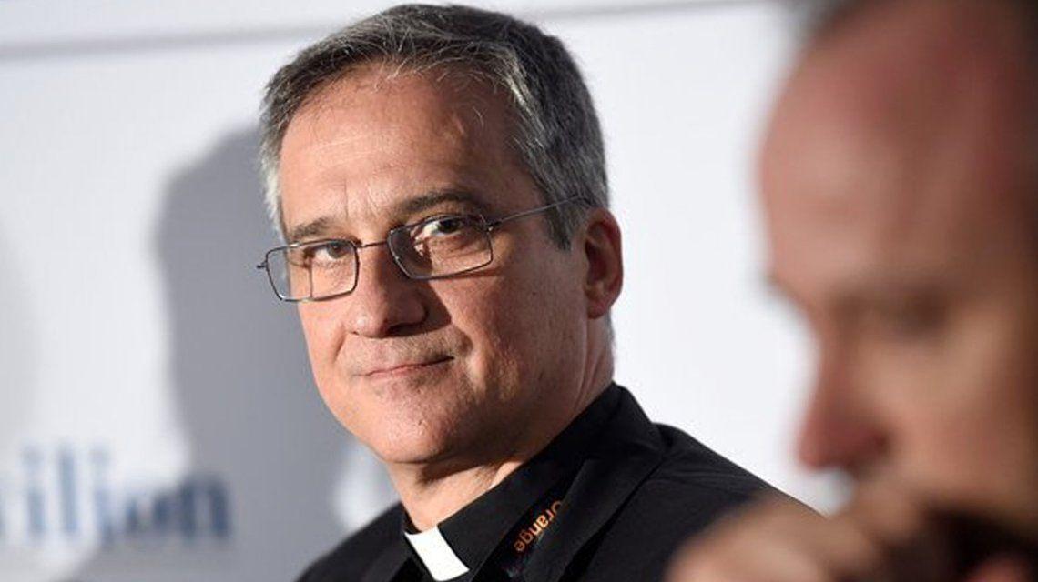 MonseñorDario Vigano.