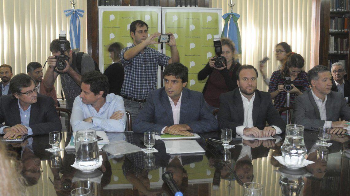 Ministros bonaerenses Gabriel Sánchez Zinny (Educación) y Hernán Lacunza (Economía).