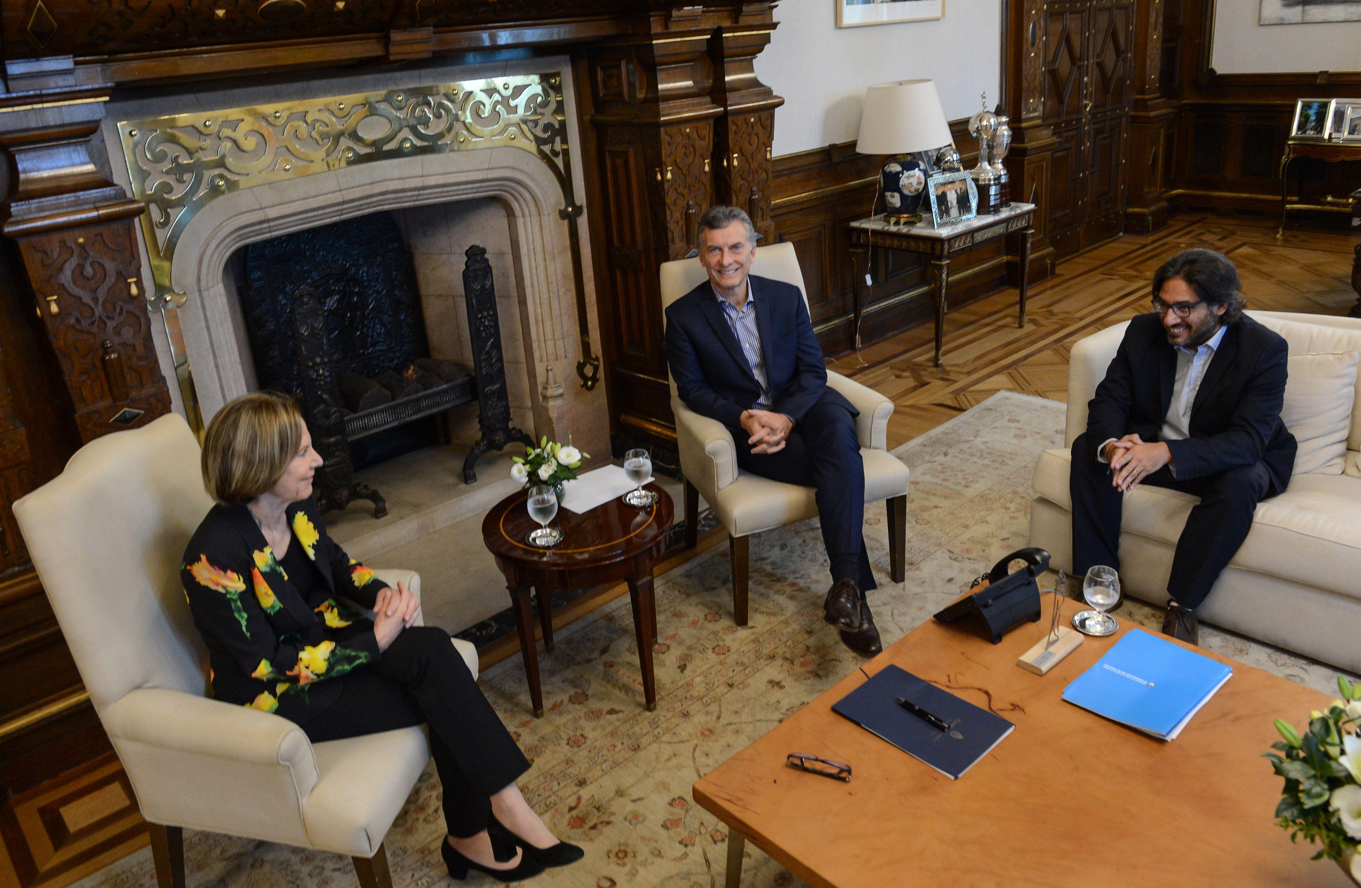 Inés Weinberg de Roca junto con Macri