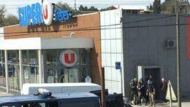 El terrorista tomó de rehenes a varios clientes de un supermercado en Trebes