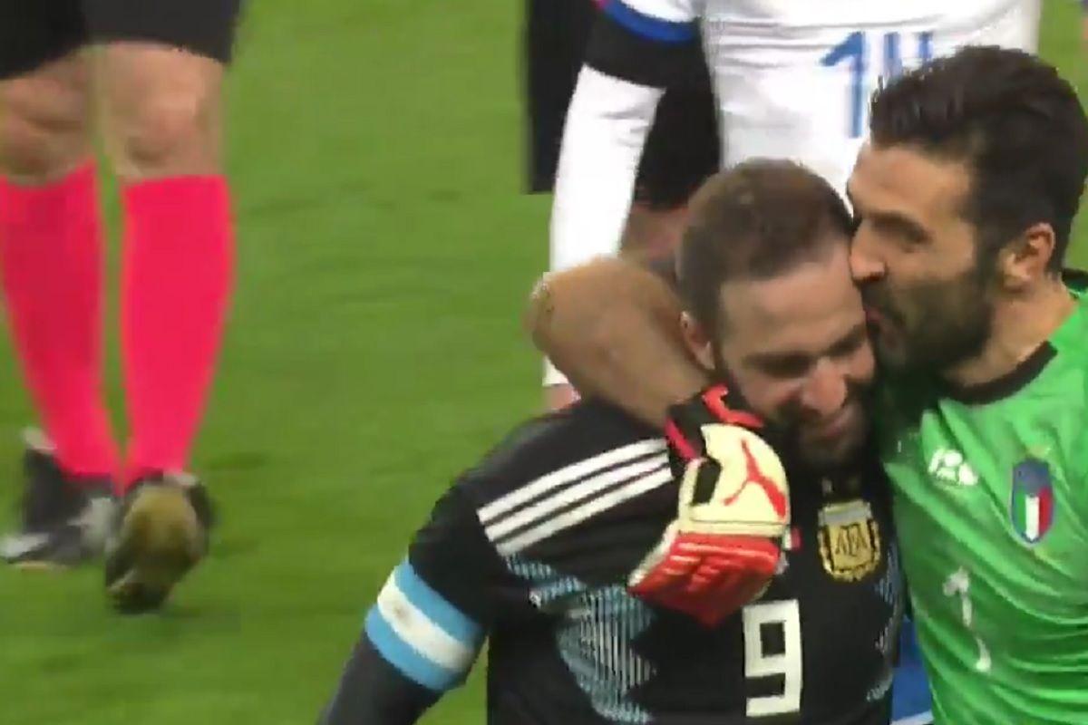 Amigos, compañeros y rivales: Higuaín tuvo la más clara pero Buffon se lo sacó