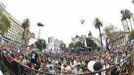 Una multitud en la conmemoración del Día de la Memoria