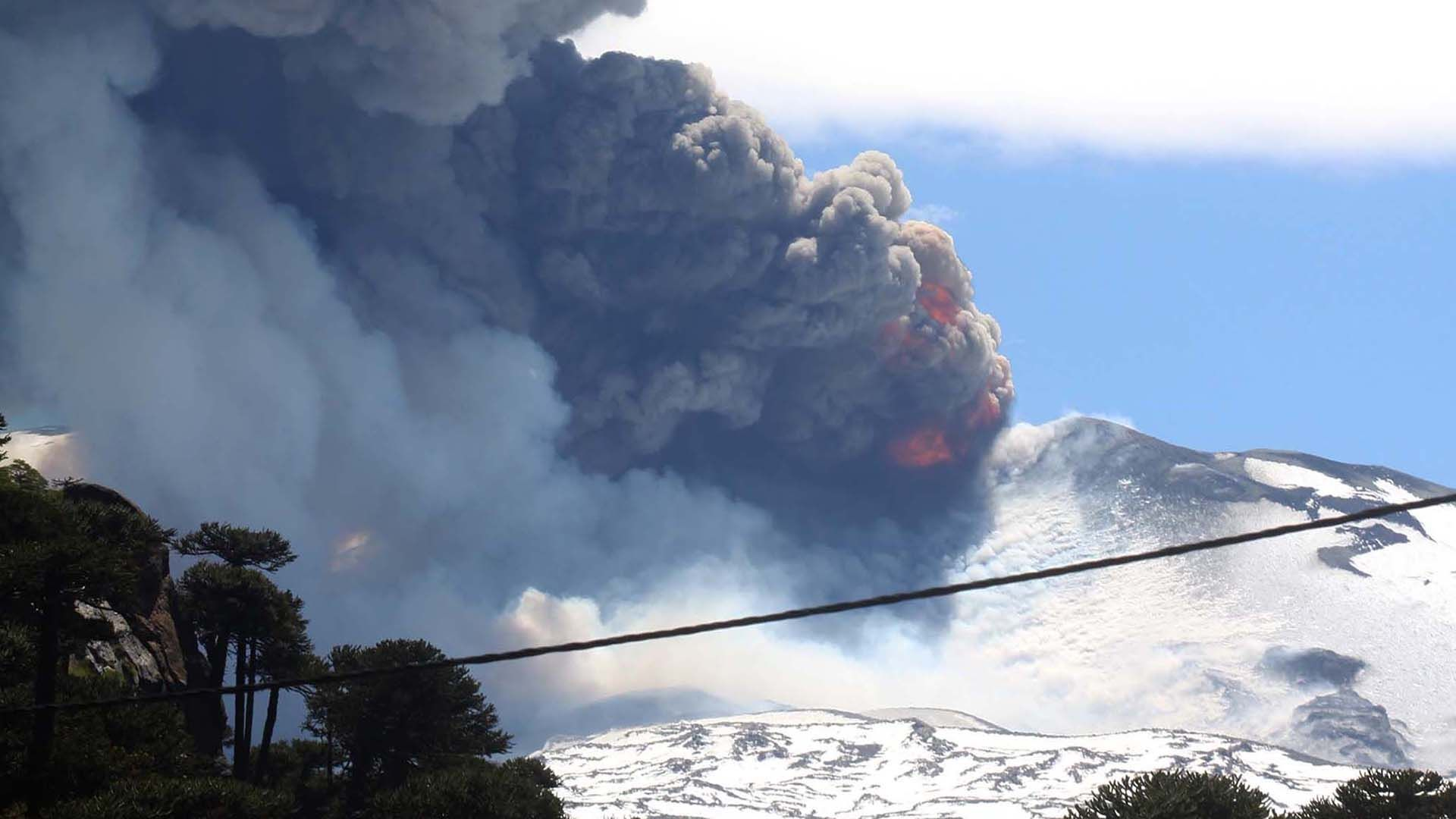 El volcán Copahue pasó a alerta amarilla y piden no acercarse