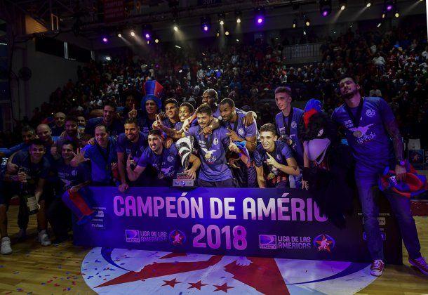 El festejo de los jugadores del básquet de San Lorenzo<br>