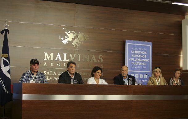 Conferencia de prensa en el Aeropuerto Ministro Pistarini<br>