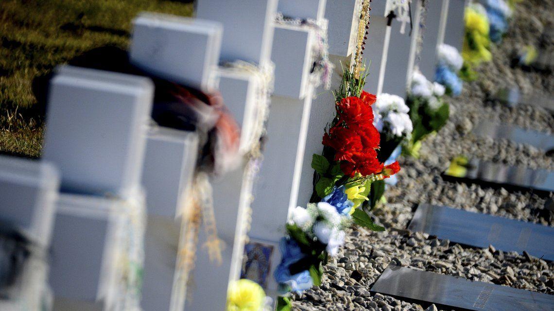 Las lápidas ahora tienen sus nombres