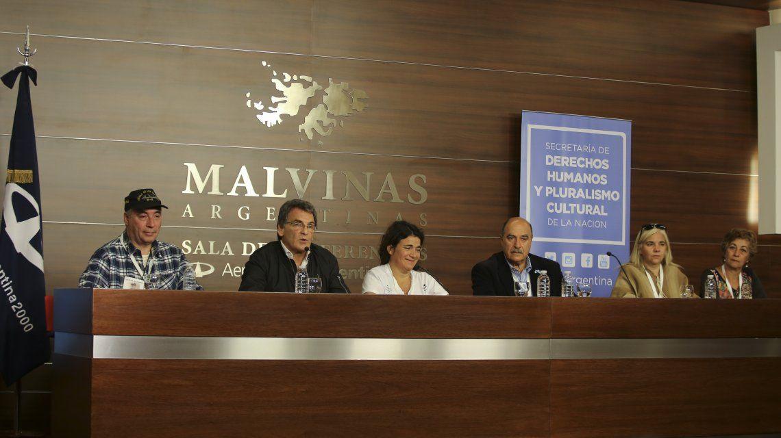 Conferencia de prensa en el Aeropuerto Ministro Pistarini