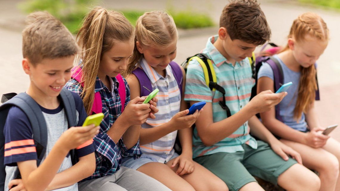 Los niños y el celular