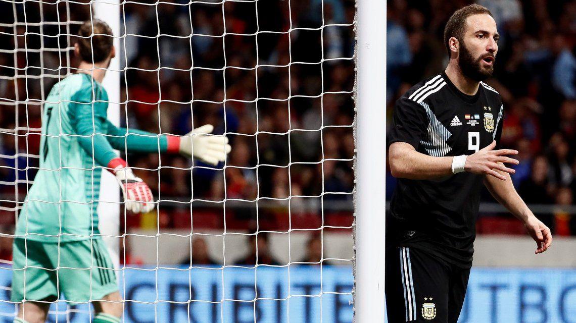 ¿Puede ser, Pipa? El increíble gol que erró Higuaín en el arranque del partido ante España