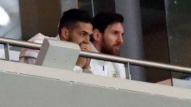¡No lo pudo soportar! El momento en el que Messi abandona el palco en plena goleada