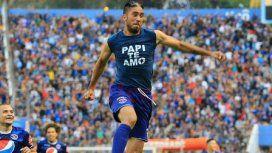 Santiago Vergara celebrando uno de sus goles en Honduras