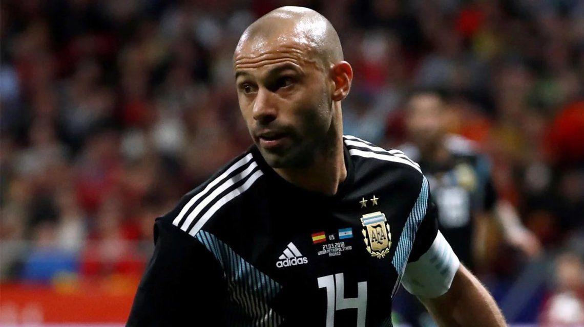 Ni de 5 ni de central: el video viral que quiere a Mascherano afuera de la Selección