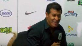 Jorge Almirón fue sorprendido por un animal en plena conferencia de prensa